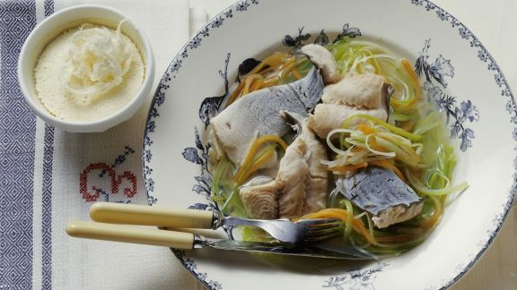 Rezept: Karpfen in Gemüsebrühe mit kaltem Meerrettich