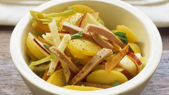 Rezept: Kartoffel-Apfel-Salat mit Sellerie und Wurst