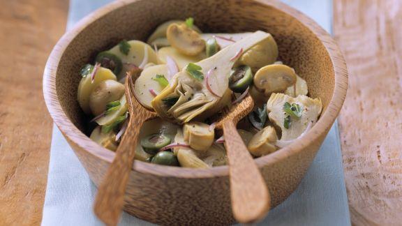Rezept: Kartoffel-Artischockensalat mit Champignons und Oliven