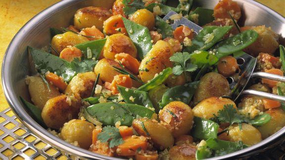 Rezept: Kartoffel-Bulgur-Pfanne mit Zuckerschoten und Karotten