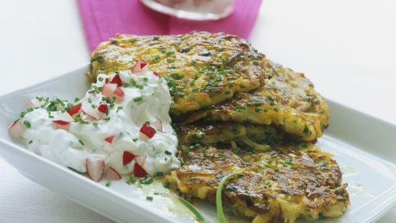 Rezept: Kartoffel-Champignon-Puffer mit Radieschenquark