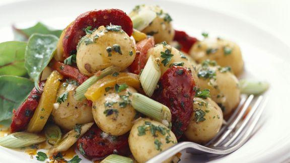 Rezept: Kartoffel-Chorizo-Salat mit Lauchzwiebeln