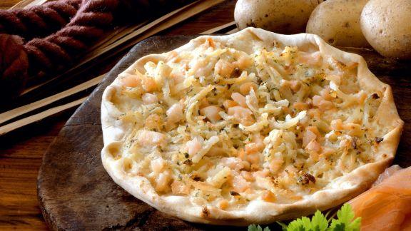 Rezept: Kartoffel-Flammkuchen mit Lachs