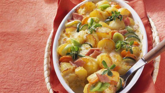 Rezept: Kartoffel-Gemüse-Gratin mit Schinken