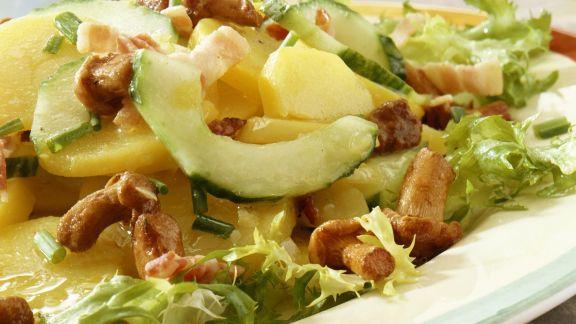 Rezept: Kartoffel-Gurken-Salat mit Pilzen und Speck