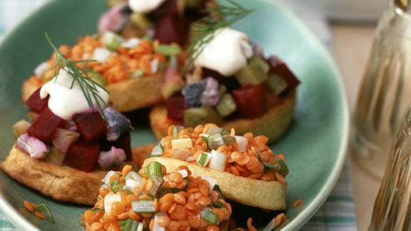Rezept: Kartoffel-Häppchen mit Linsen und Heringssalat