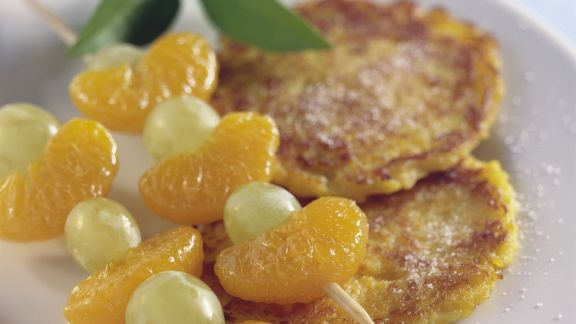 Rezept: Kartoffel-Kürbis-Puffer mit Obstspießen