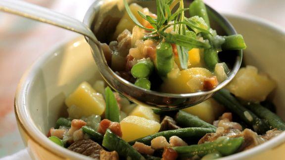 Rezept: Kartoffel-Lamm-Eintopf mit grünen Bohnen und Speck