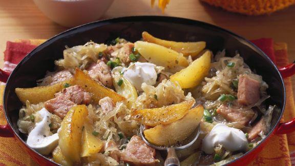 Rezept: Kartoffel-Sauerkraut-Pfanne mit Kassler