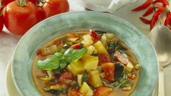 Rezept: Kartoffel-Tomaten-Topf mit Mangold und Wurst