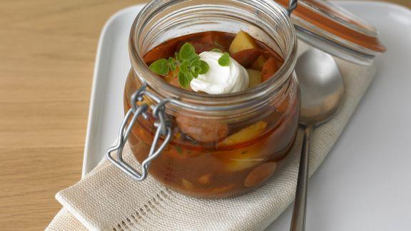 Rezept: Kartoffel-Wurst-Gulasch nach Wiener Art