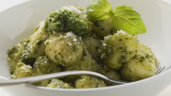 Rezept: Kartoffelgnocchi mit Pesto verde