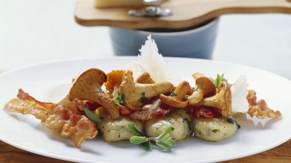 Rezept: Kartoffelgnocchi mit Pfifferlingen und Speck