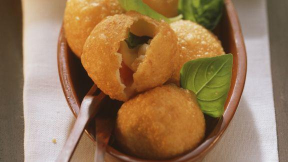 Rezept: Kartoffelklößchen mit Tomate-Mozzarella gefüllt