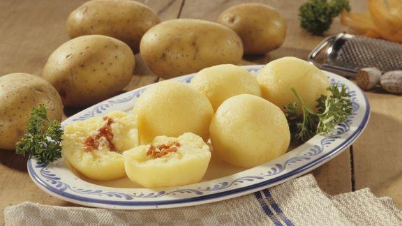 Rezept: Kartoffelklöße mit Speck gefüllt