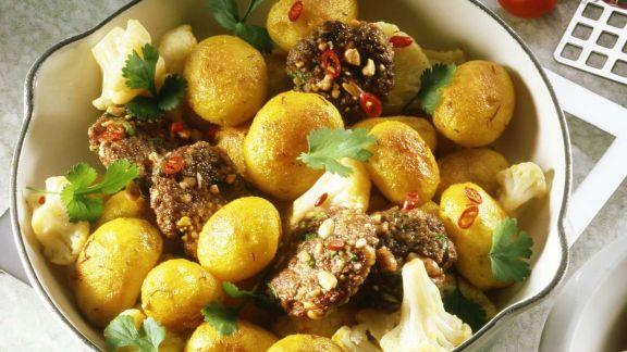 Rezept: Kartoffeln mit Erdnußplätzchen und Koriander