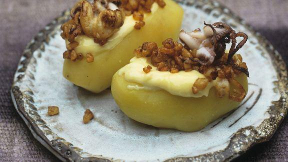 Rezept: Kartoffeln mit gerösteten Mini-Calamari und Knoblauchsoße