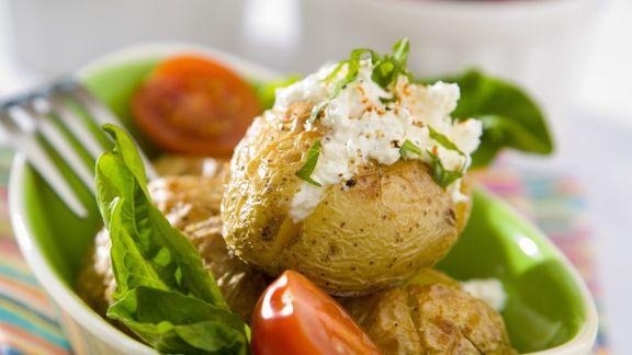 Rezept: Kartoffeln mit Salat und Quark