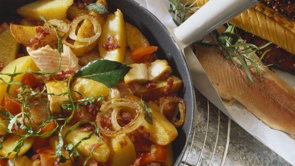 Rezept: Kartoffelpfanne mit Fisch, Speck und Tomaten