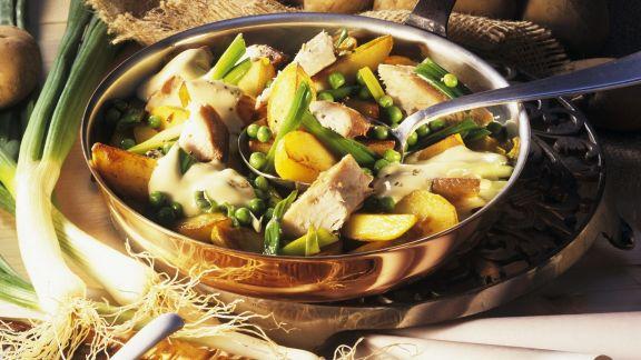 Rezept: Kartoffelpfanne mit geräucherter Makrele und Senfsoße