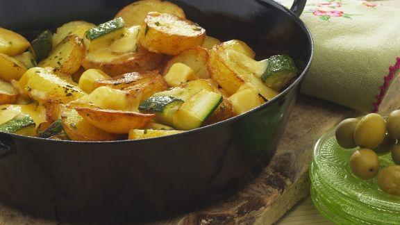 Rezept: Kartoffelpfanne mit Käse und Zucchini