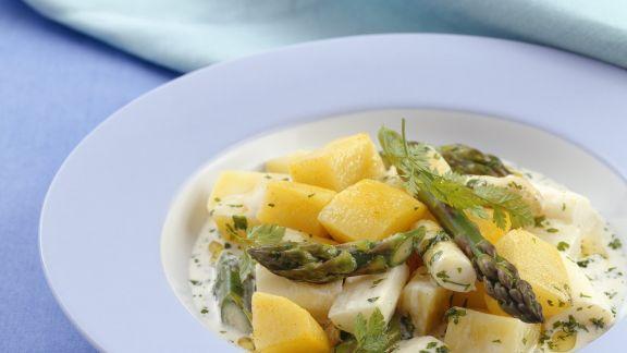 Rezept: Kartoffelragout mit grünem und weißem Spargel