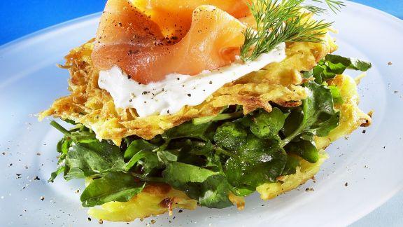 Rezept: Kartoffelrösti mit Lachs und Rucola