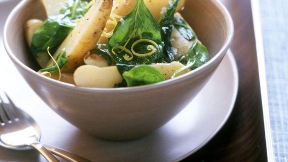 Rezept: Kartoffelsalat mit frischem Spinat und Zitronenzesten