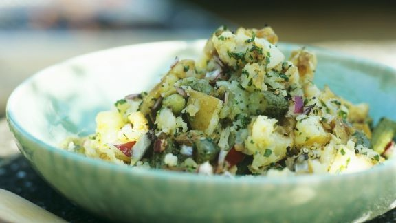 Rezept: Kartoffelsalat mit Gewürzgurken und Zwiebeln