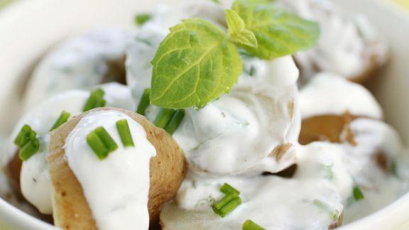 Rezept: Kartoffelsalat mit Joghurtvinaigrette und Minze
