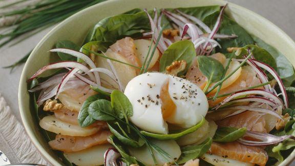 Rezept: Kartoffelsalat mit Lachs und Ei