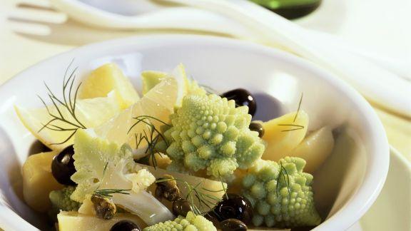 Rezept: Kartoffelsalat mit Romanesco, Oliven und Kapern