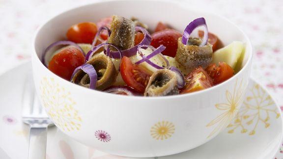 Rezept: Kartoffelsalat mit Sardellen, Tomaten und Zwiebeln