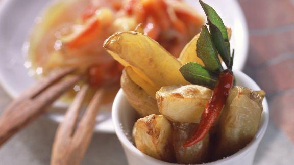 Rezept: Kartoffelsticks mit Zwiebel-Paprika-Ragout