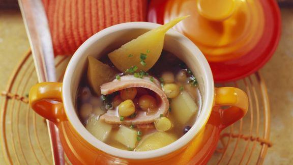 Rezept: Kartoffelsuppe mit Erbsen und Schweinebauch