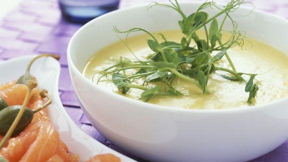 Rezept: Kartoffelsuppe mit geräuchertem Lachs und Apfernäpfeln