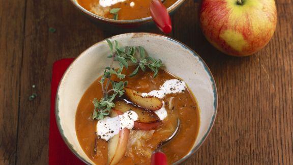Rezept: Kartoffelsuppe mit Sauerkraut und Äpfeln