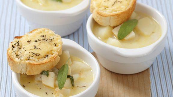 Rezept: Kartoffelsuppe mit Sellerie, Salbei und Thymian