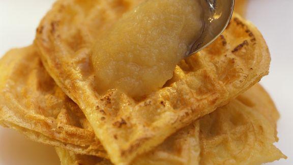 Rezept: Kartoffelwaffeln mit Apfelmus