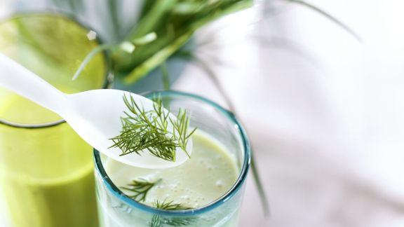 Rezept: Kefir-Avocado-Shake mit Kräutern