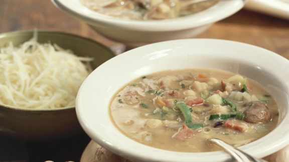Rezept: Kichererbsen-Gemüsesuppe mit Pilzen