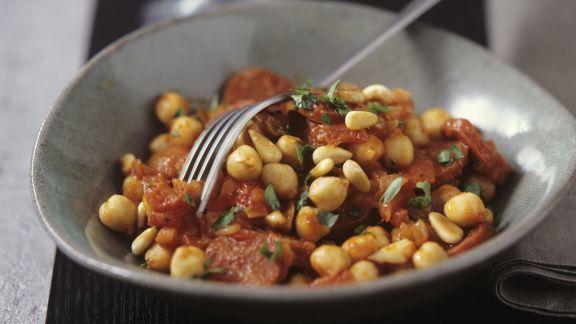 Rezept: Kichererbsen-Tomaten-Gemüse mit Pinienkernen