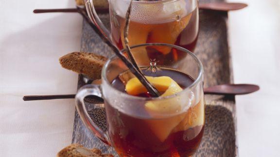 Rezept: Kirsch-Schlehen-Punsch mit Amaretto