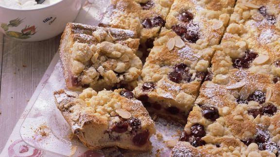 Rezept: Kirsch-Streusel-Kuchen mit Mandeln