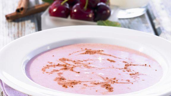 Rezept: Kirsch-Zimt-Suppe mit Zitrone