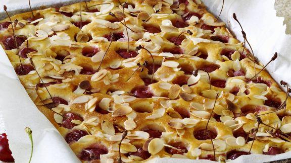 Rezept: Kirschenkuchen mit Mandeln