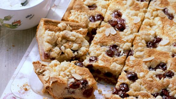 Rezept: Kirschstreuselkuchen mit Mandeln