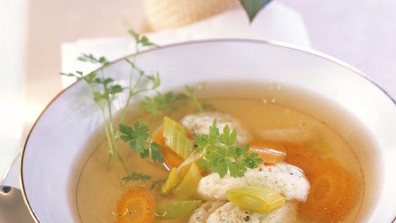 klare suppe mit petersilienkl chen rezept eat smarter. Black Bedroom Furniture Sets. Home Design Ideas