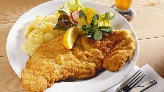 Rezept: Klassisches Schnitzel mit Kartoffelsalat