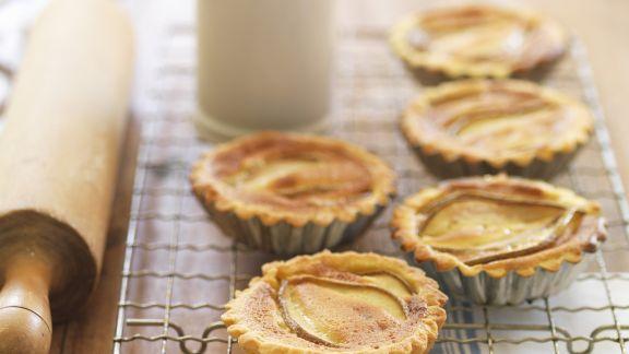 Rezept: Kleine Birnenkuchen mit Kardamom